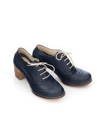 Zapato - sznurowane półbuty na 6 cm słupku - skóra naturalna - model 251 - kolor granatowy lico. Kolor: niebieski. Materiał: skóra. Obcas: na słupku