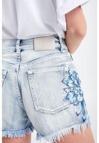 Twinset Milano - SZORTY JEANSOWE TWINSET. Stan: podwyższony. Materiał: jeans. Długość: krótkie. Sezon: lato. Styl: klasyczny, rockowy #5