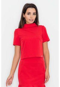 Figl - Czerwona Krótka Bluzka z Półgolfem. Kolor: czerwony. Materiał: wiskoza, poliester. Długość: krótkie
