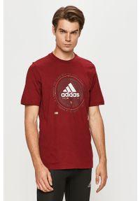 Czerwony t-shirt adidas Performance z nadrukiem, na co dzień, casualowy