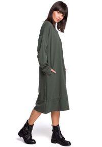 MOE - Zielona Długa Oversizowa Sukienka z Troczkami na Dole. Kolor: zielony. Materiał: bawełna, elastan. Długość: maxi