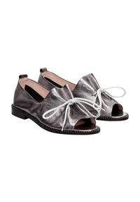 Srebrne sandały Suzana z aplikacjami, klasyczne