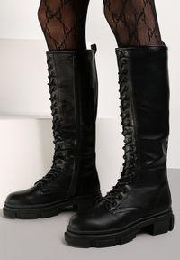 Renee - Czarne Kozaki Onarish. Wysokość cholewki: przed kolano. Nosek buta: okrągły. Zapięcie: zamek. Kolor: czarny. Szerokość cholewki: normalna. Wzór: kolorowy