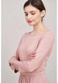 Marie Zélie - Sukienka Limosa pudrowy róż mikromodal. Kolor: różowy. Materiał: wiskoza, dzianina, elastan, włókno, skóra. Długość: midi