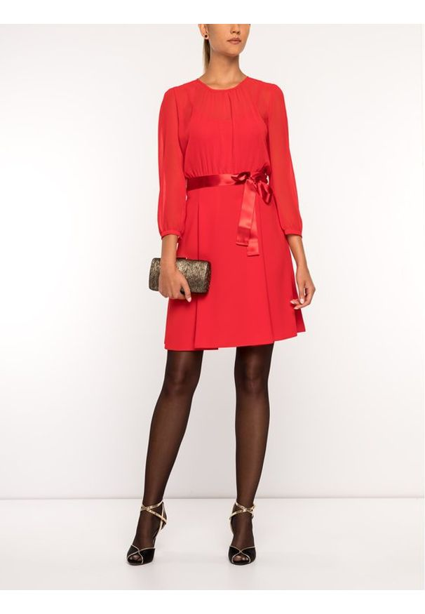 iBlues Sukienka koktajlowa 72261796 Czerwony Regular Fit. Kolor: czerwony. Styl: wizytowy