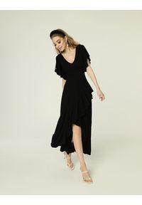 Madnezz - Sukienka Juanita - czerń. Materiał: wiskoza, elastan. Typ sukienki: kopertowe. Styl: wakacyjny. Długość: midi