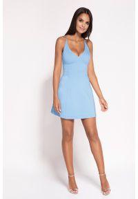 Dursi - Niebieska Rozkloszowana Sukienka z Głębokim Dekoltem. Kolor: niebieski. Materiał: bawełna, nylon, elastan