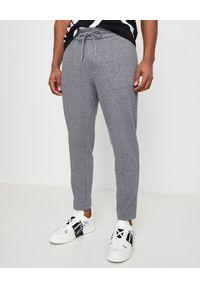 MONCLER - Szare spodnie dresowe. Kolor: szary. Materiał: dresówka. Wzór: gładki, aplikacja. Sport: fitness