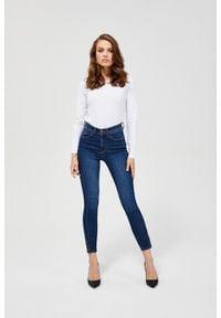 MOODO - Jeansy medium waist z ozdobnymi guzikami. Długość: długie. Wzór: gładki