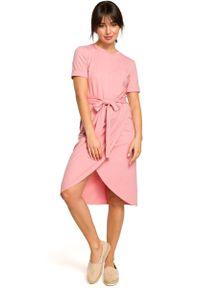 MOE - Różowa Dzianinowa Sukienka z Kopertową Zakładką na Dole. Kolor: różowy. Materiał: dzianina. Typ sukienki: kopertowe