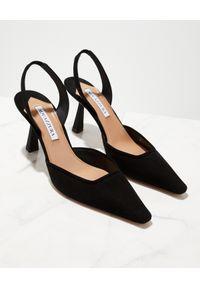 AQUAZZURA - Czarne sandały na szpilce Maia. Okazja: do pracy. Zapięcie: pasek. Kolor: czarny. Materiał: welur. Wzór: geometria. Obcas: na szpilce. Styl: elegancki. Wysokość obcasa: średni