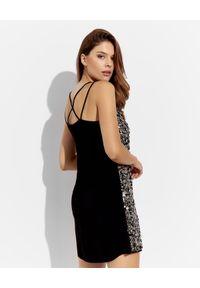 EMMA & GAIA - Cekinowa sukienka na ramiączka. Okazja: na co dzień. Kolor: czarny. Materiał: materiał. Długość rękawa: na ramiączkach. Wzór: jednolity. Typ sukienki: proste. Styl: casual. Długość: mini