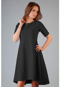 Tessita - Czarna Elegancka Rozkloszowana Sukienka z Wydłużonym Tyłem. Kolor: czarny. Materiał: bawełna, elastan. Styl: elegancki