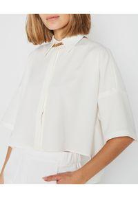 MARLU - Biała bluzka koszulowa. Okazja: do pracy, na spotkanie biznesowe. Typ kołnierza: kołnierzyk koszulowy. Kolor: biały. Materiał: materiał, tkanina. Długość: długie. Wzór: gładki. Styl: biznesowy, elegancki