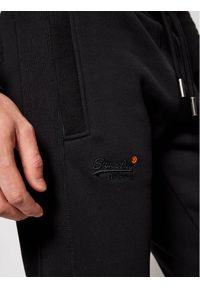Czarne spodnie dresowe Superdry