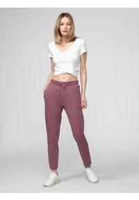Fioletowe spodnie dresowe 4f