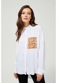 MOODO - Koszula z ozdobną kieszonką. Materiał: wiskoza. Długość rękawa: długi rękaw. Długość: długie. Wzór: gładki