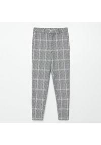Cropp - Spodnie chino w kratę - Jasny szary. Kolor: szary