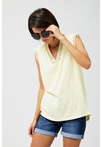 Żółta bluzka MOODO w koronkowe wzory