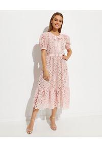 SELF PORTRAIT - Różowa sukienka midi z koronki. Typ kołnierza: kokarda. Kolor: różowy, wielokolorowy, fioletowy. Materiał: koronka. Wzór: koronka. Długość: midi