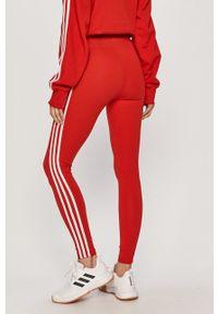 adidas Originals - Legginsy. Kolor: czerwony. Materiał: dzianina