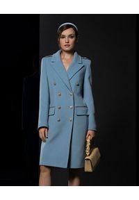 CATERINA - Błękitny płaszcz dwurzędowy. Kolor: niebieski. Styl: klasyczny