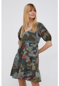 Desigual - Sukienka bawełniana. Kolor: zielony. Materiał: bawełna. Długość rękawa: krótki rękaw. Typ sukienki: rozkloszowane