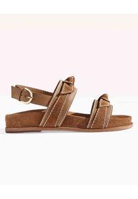 ALEXANDRE BIRMAN - Brązowe sandały Clarita. Nosek buta: okrągły. Zapięcie: pasek. Kolor: brązowy. Materiał: jeans, zamsz. Wzór: paski. Styl: sportowy