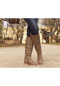 Zapato - kozaki - skóra naturalna - model 127 - kolor panterka. Wysokość cholewki: przed kolano. Nosek buta: okrągły. Zapięcie: zamek. Materiał: skóra. Szerokość cholewki: normalna. Wzór: motyw zwierzęcy. Sezon: lato, jesień, wiosna, zima. Styl: sportowy, klasyczny, militarny