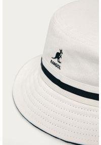 Biały kapelusz Kangol z aplikacjami