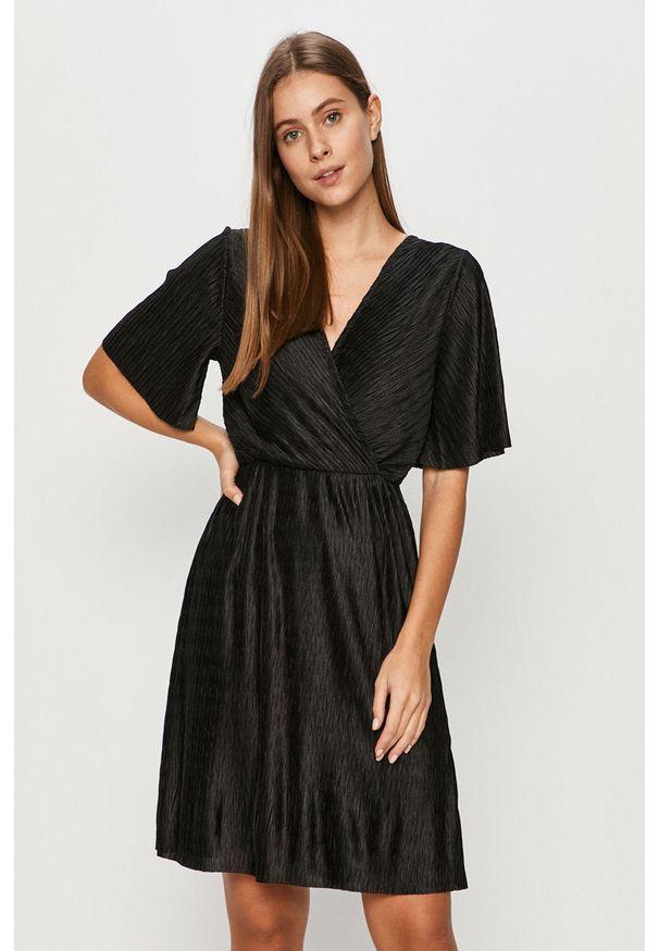 Czarna sukienka Vila z krótkim rękawem, na co dzień