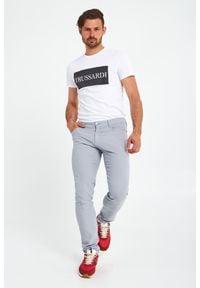 Trussardi Jeans - SPODNIE CLOSE 370 TRUSSARDI. Wzór: aplikacja, geometria