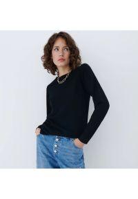 Mohito - Dopasowany sweter z wiskozą - Czarny. Kolor: czarny. Materiał: wiskoza
