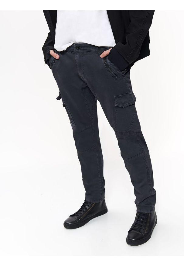 Szare spodnie TOP SECRET w kolorowe wzory, casualowe, na jesień, na co dzień