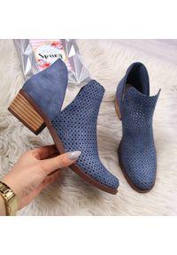 Niebieskie botki Jezzi w ażurowe wzory