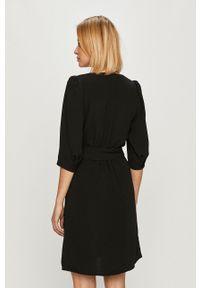 Pepe Jeans - Sukienka Lullu. Kolor: czarny. Materiał: tkanina. Długość rękawa: krótki rękaw. Wzór: gładki