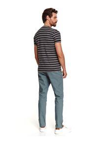 TOP SECRET - T-shirt polo w paski. Typ kołnierza: polo. Kolor: niebieski. Materiał: tkanina. Długość rękawa: krótki rękaw. Długość: krótkie. Wzór: paski. Sezon: wiosna