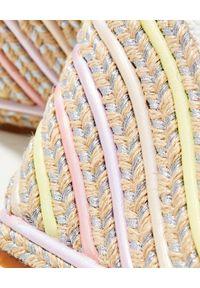 SOPHIA WEBSTER - Sandały na koturnie Lucita. Zapięcie: pasek. Kolor: biały. Materiał: materiał, guma. Wzór: paski, aplikacja. Obcas: na koturnie