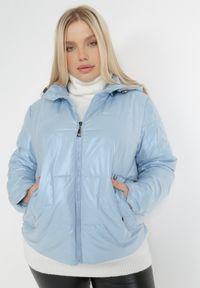 Born2be - Jasnoniebieska Kurtka Vaelynore. Kolor: niebieski. Materiał: tkanina. Styl: klasyczny