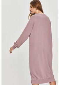 Fioletowa sukienka Answear Lab oversize, z długim rękawem, mini
