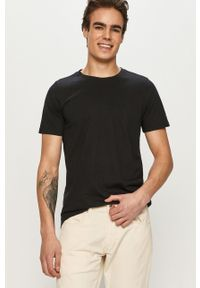Czarny t-shirt columbia na co dzień, z nadrukiem, casualowy