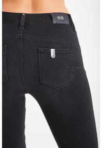 Liu Jo - JEANSY BOTTOM UP LIU JO. Stan: podwyższony. Materiał: jeans. Styl: klasyczny