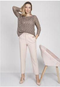 MKM - Krótki Sweterek z Błyszczącą Nitką - Mocca. Materiał: akryl. Długość: krótkie