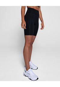 GIRLFRIEND COLLECTIVE - Czarne krótkie spodenki. Stan: podwyższony. Kolor: czarny. Materiał: tkanina. Długość: krótkie