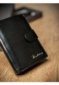 Czarny portfel PIERRE ANDREUS w kolorowe wzory