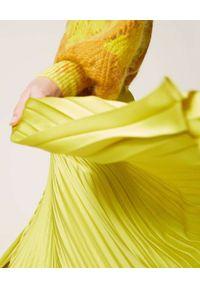 TwinSet - TWINSET - Żółta plisowana spódnica. Kolor: żółty. Materiał: satyna, materiał