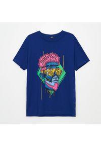 Cropp - Koszulka z nadrukiem - Granatowy. Kolor: niebieski. Wzór: nadruk