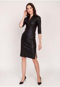 Lanti - Czarna Dopasowana Skórzana Sukienka z Dekoltem V. Kolor: czarny. Materiał: skóra