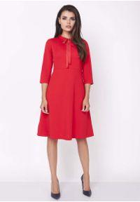 Czerwona sukienka Nommo wizytowa, z kokardą