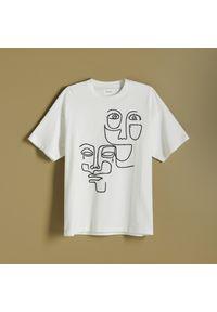 Reserved - T-shirt z haftem - Kremowy. Kolor: kremowy. Wzór: haft